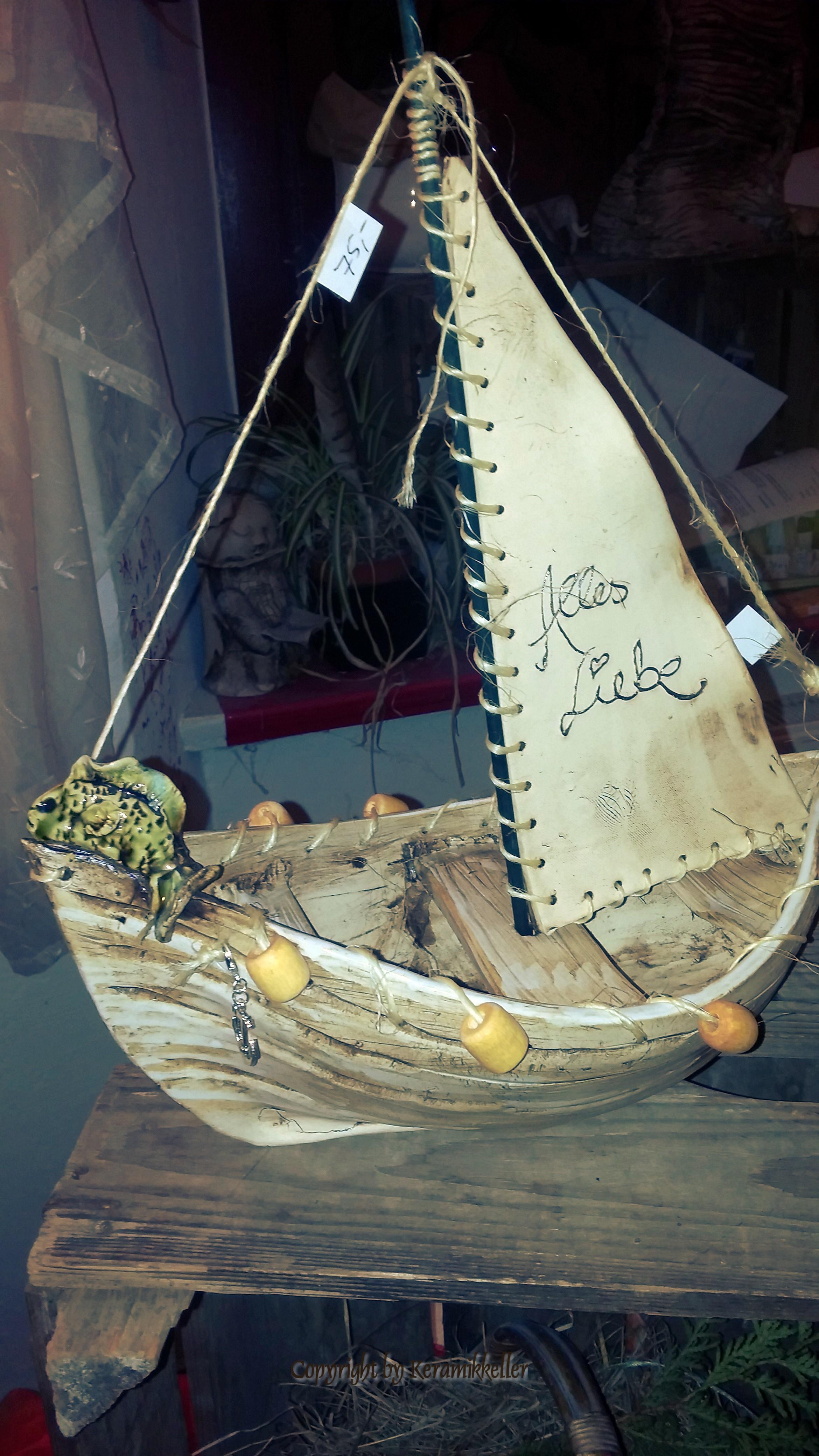 Segeboot mit Fisch
